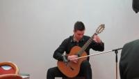 """Майсторска китара за Илиян Гълъбов дарява """"Севлиево 21 век"""""""