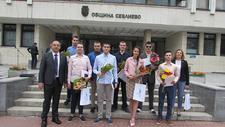 Таблети за седем пълни отличници от Севлиево